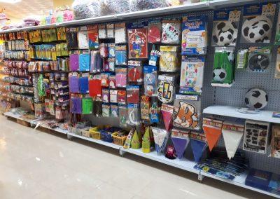 estanteria para tienda de celebraciones (1)