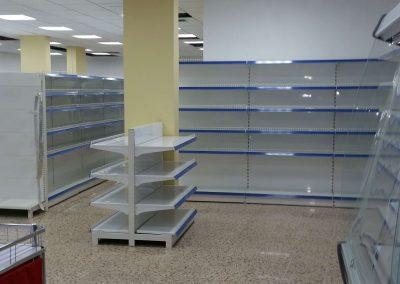 estanterias, mobiliario, cajas en supermercado unide la cuesta (2)